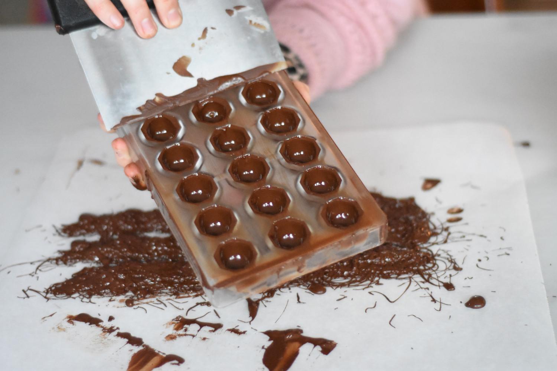 mork-chokolade-temperering-skrab-form