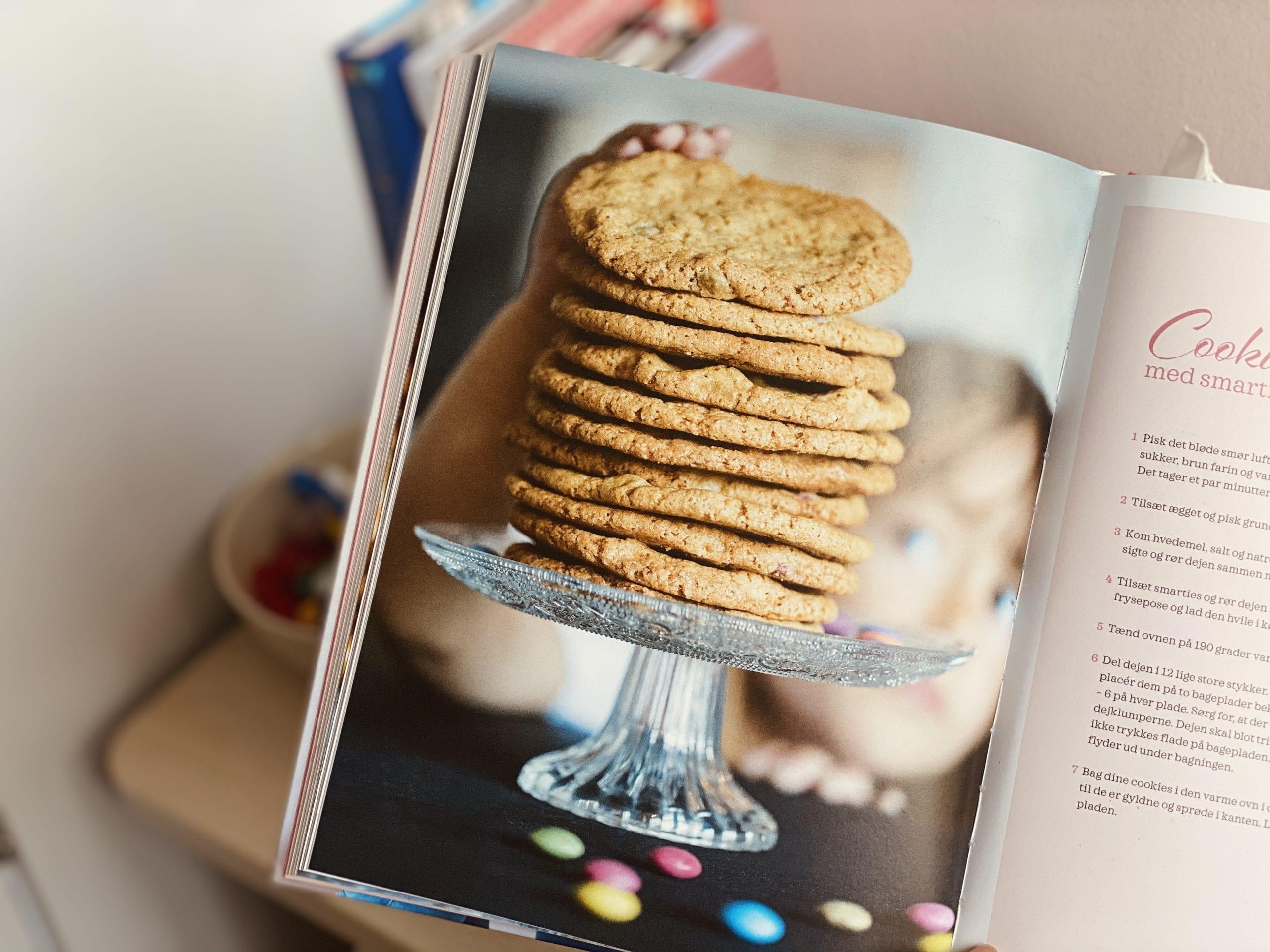 Chewy cookies med smarties chokoladeknapper